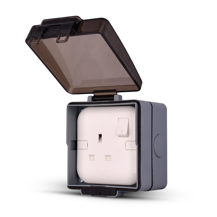 Weatherproof-3-Gang-Socket-enclosure,-Flush-mounted
