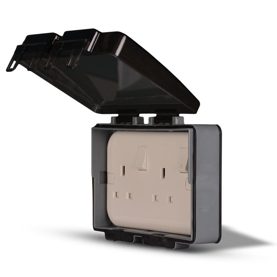 Weatherproof15-2-Gang-Socket-enclosure,-Flush-mounted